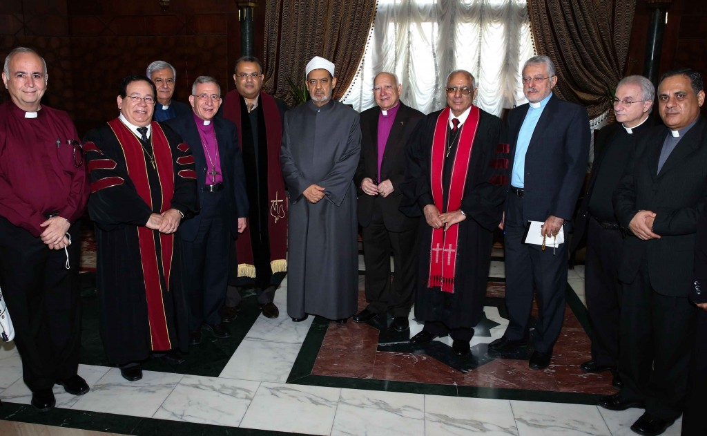 The gathered church leaders pose with the Grand Imam of Al-Azhar (© Al Azar Al Shareef)