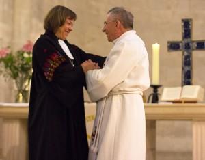 ELCJHL Bishop Munib Younan presents Westphalia President Annette Kurschus with a gift of appreciation.  © Danae Hudson/ELCJHL