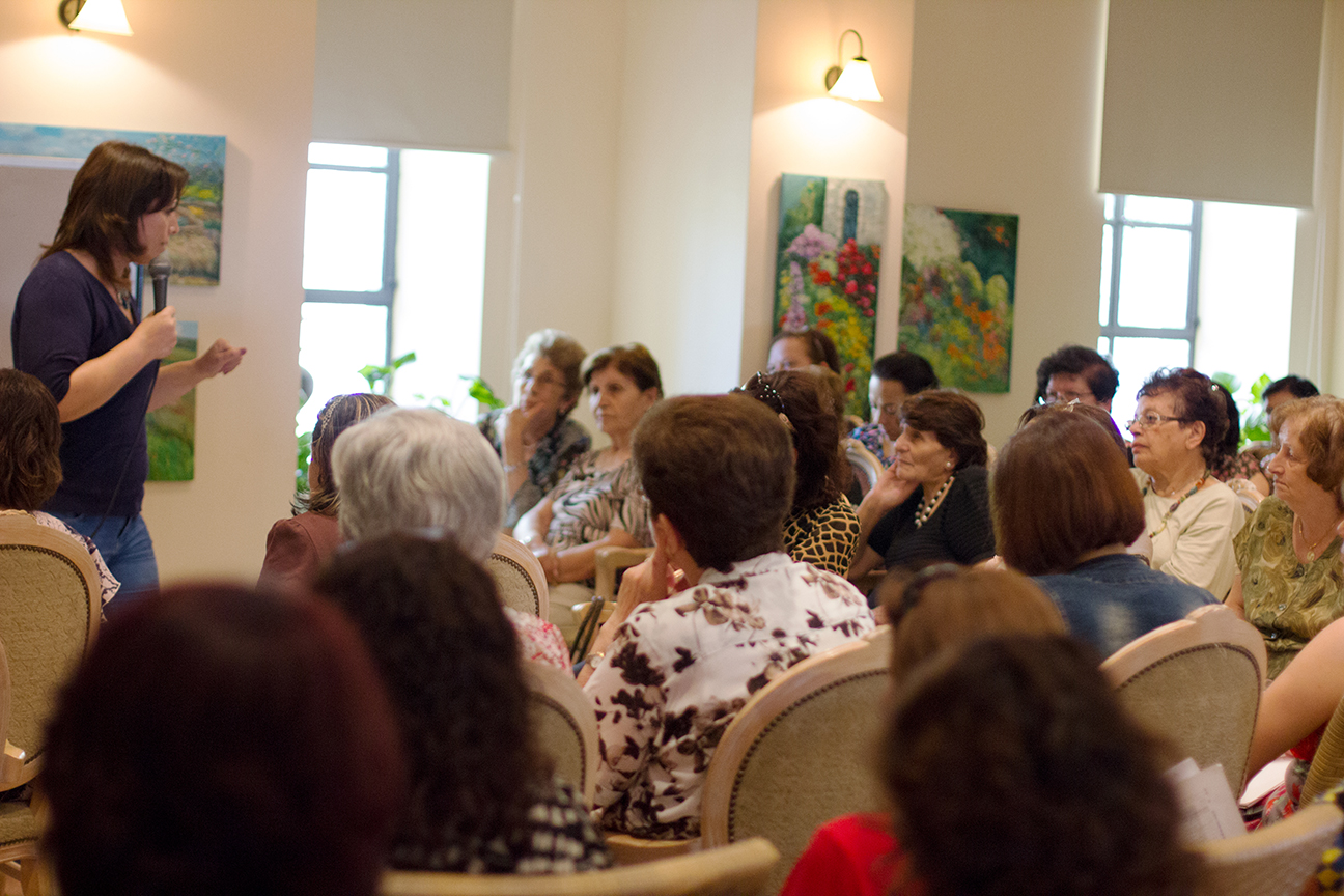 Participants listen to a lecture on repressed memories.