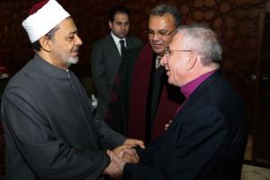 Rev. Dr. Andrea Zaki Stephanous introduces Bishop Munib Younan to His Excellency Ahmed Tayyeb, The Grand Imam of Al-Azhar (© Al Azar Al Shareef)